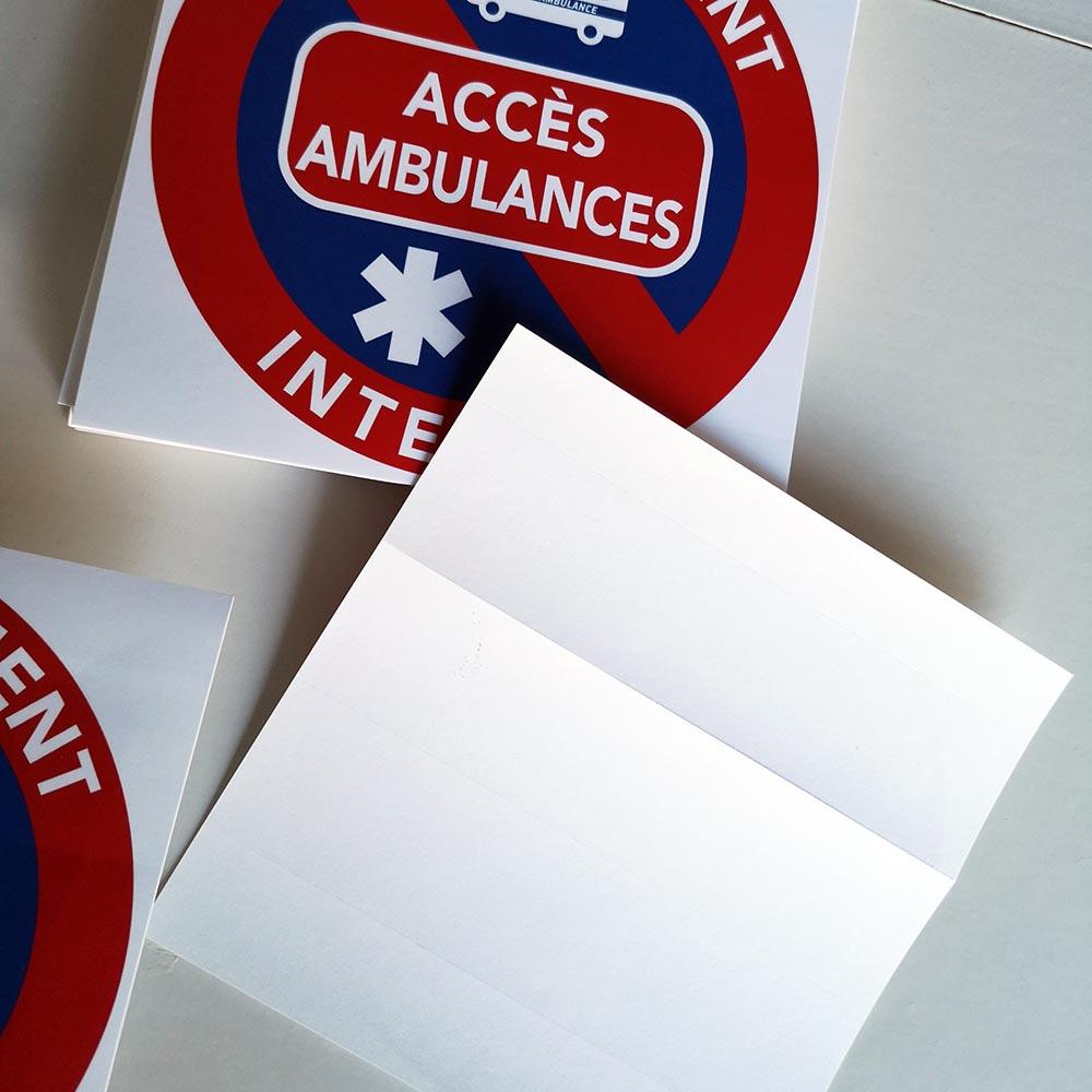 un accès ambulances ne doit pas être gêné par une voiture mal garée