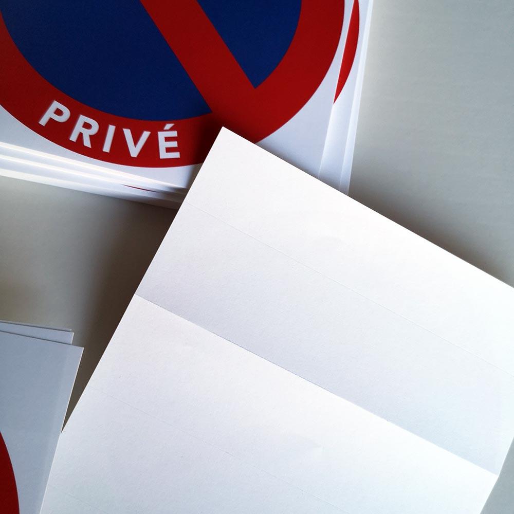 Autocollants stationnement interdit sur un parking privé