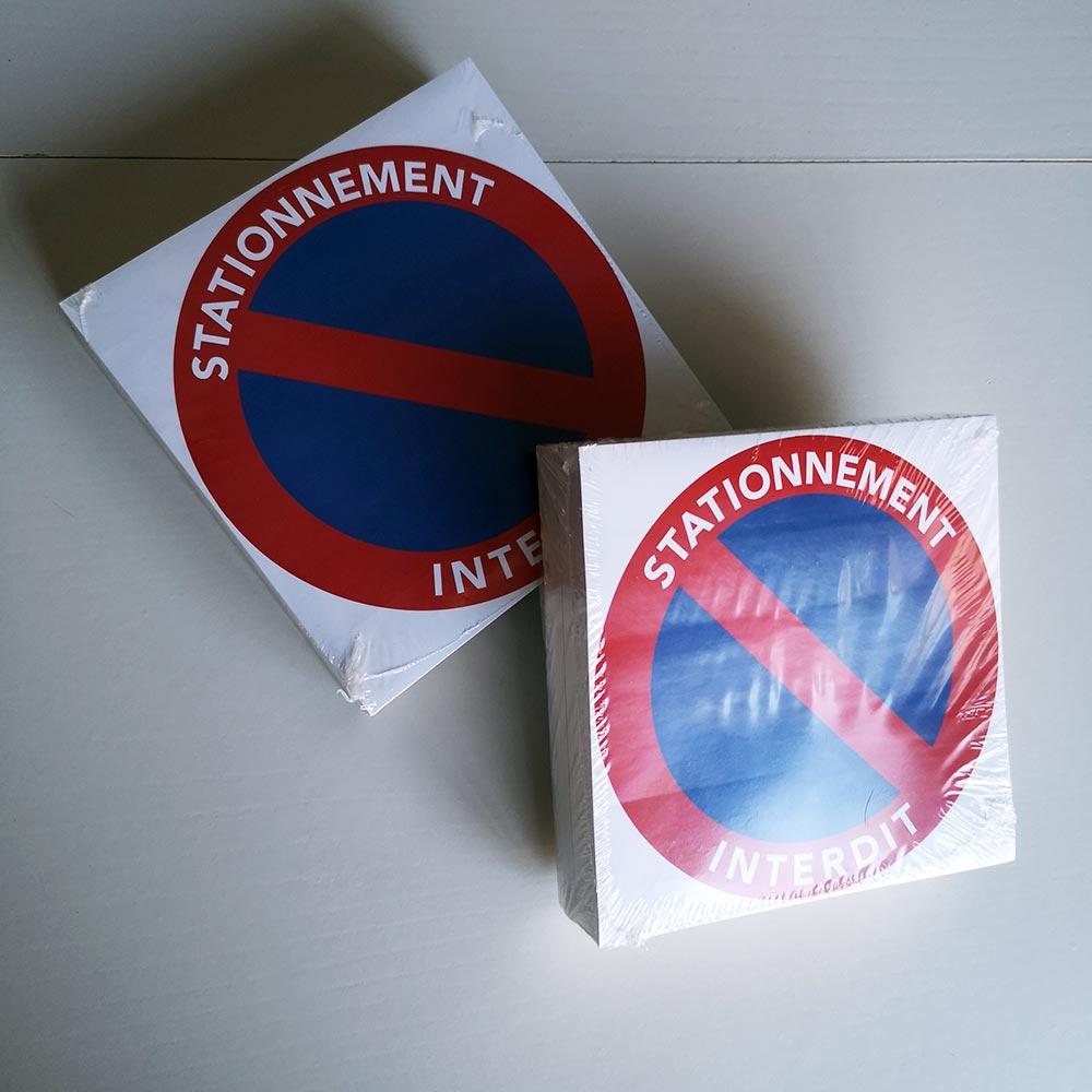 stickers stationnement interdit à coller sur les voitures