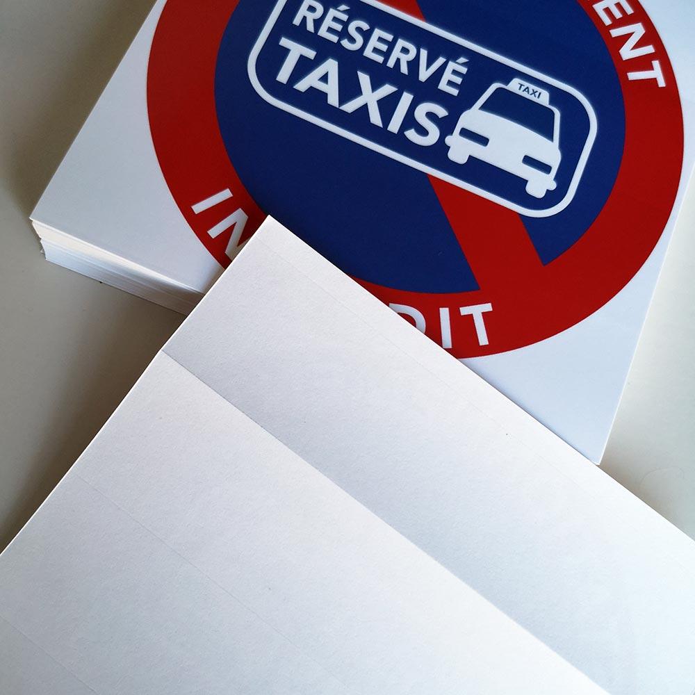 il est interdit de stationner sur les places réservées aux taxis