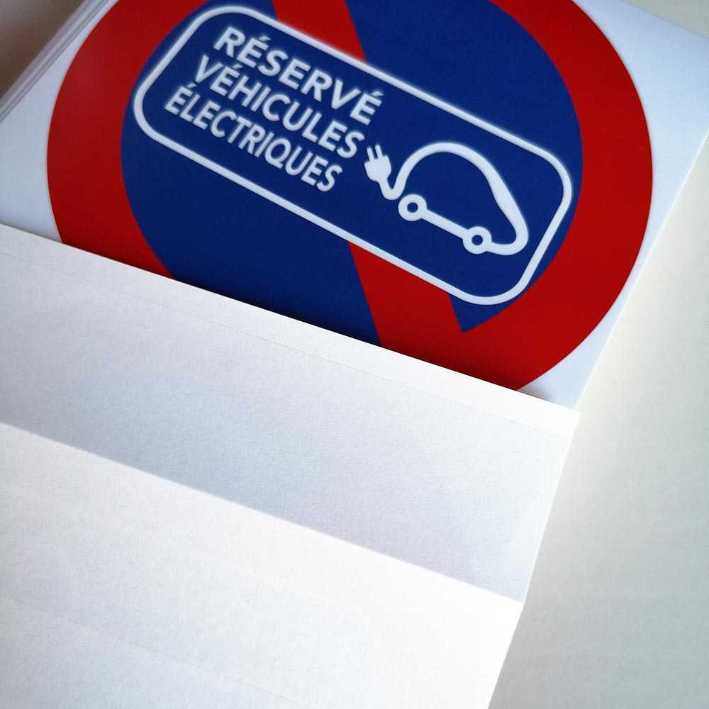stationnement interdit sur emplacement réservé aux véhicules électriques